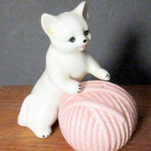 Vintage Cat & Yarn Ball Salt & Pepper Shakers